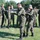 M�odzie� w mundurach na szkoleniu